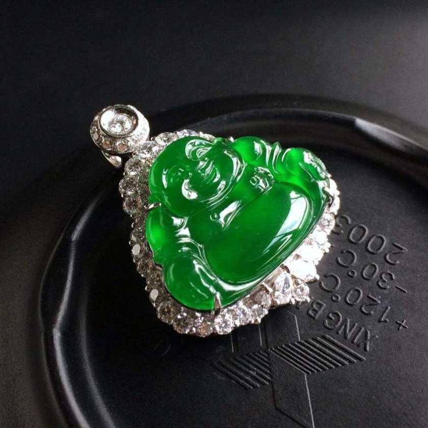 帝王绿翡翠是什么?帝王绿翡翠价格受哪些因素影响?